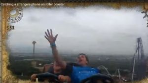 VIDEO: Pasajero de montaña rusa atrapa un teléfono volador a 80 mph