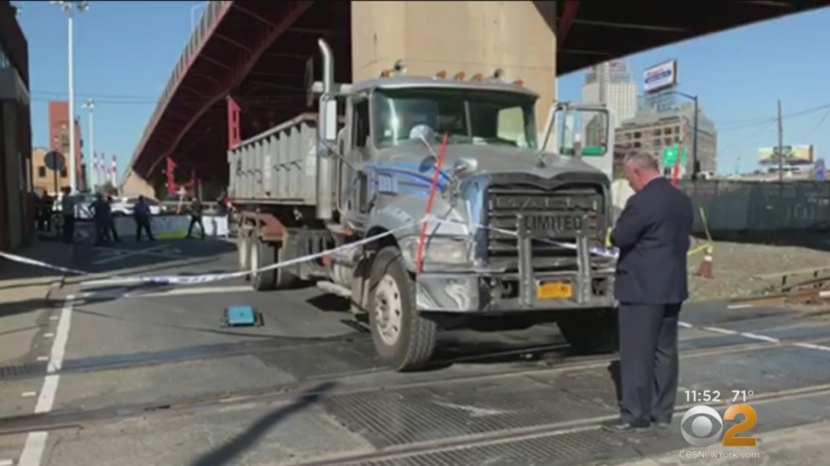 Familia latina no podía ver el cuerpo de adolescente ciclista atropellado en Queens