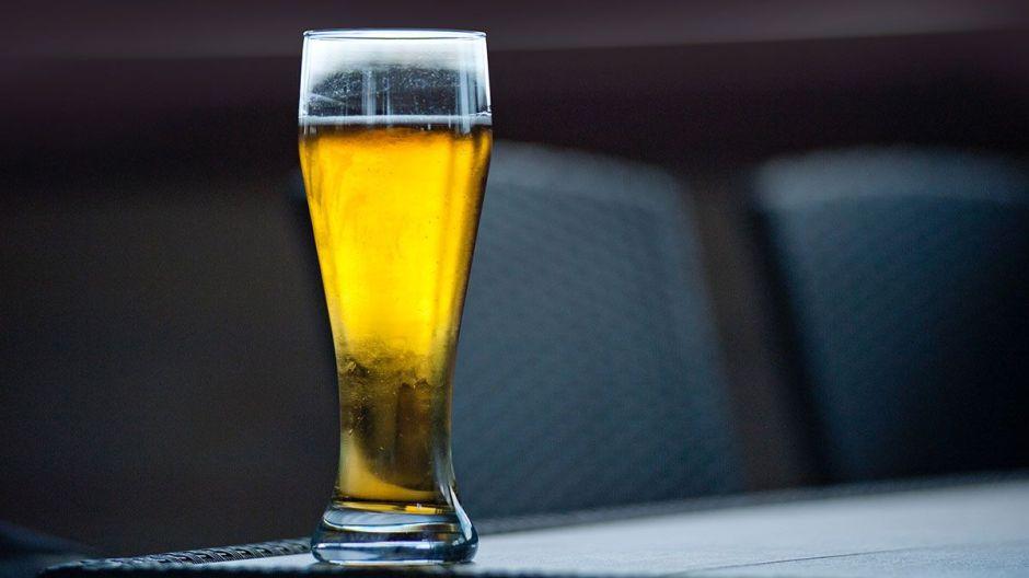 Se toma una sola cerveza ¡y le cobran $68,000!