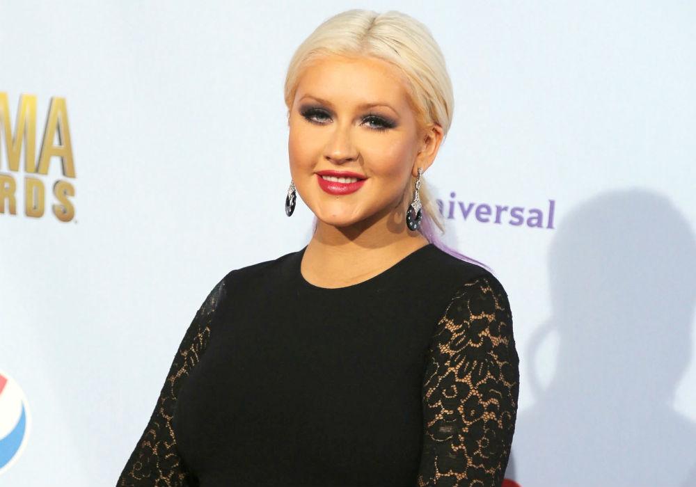 Christina Aguilera vuelve a la carga, y con un infartante escote