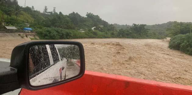 Lluvias por tormenta Karen en Puerto Rico provocan desbordamiento de río en Jayuya