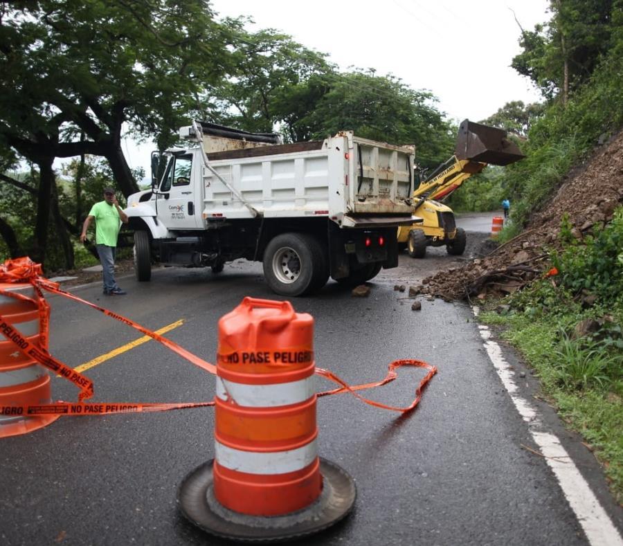 Tormenta Karen deja a miles sin luz, derrumbes e inundaciones en Puerto Rico