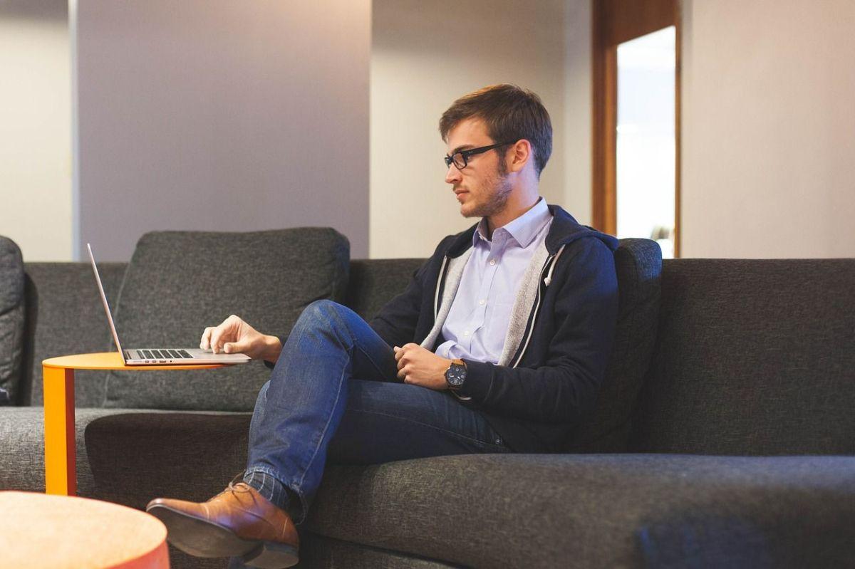 9 trucos para descansar la vista si trabajas frente a una computadora o teléfono