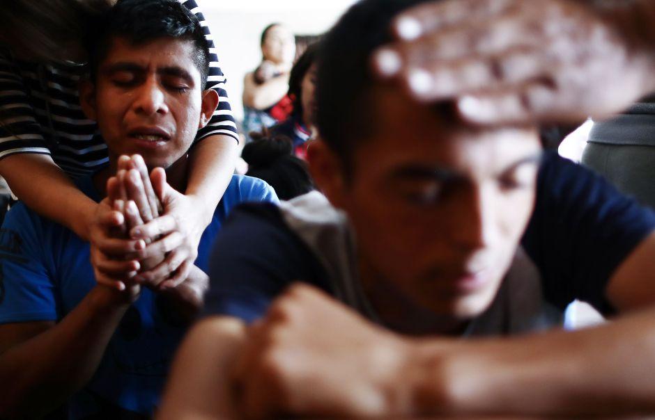 FBI investiga el misterio de los ataques contra iglesias texanas a las que asisten latinos