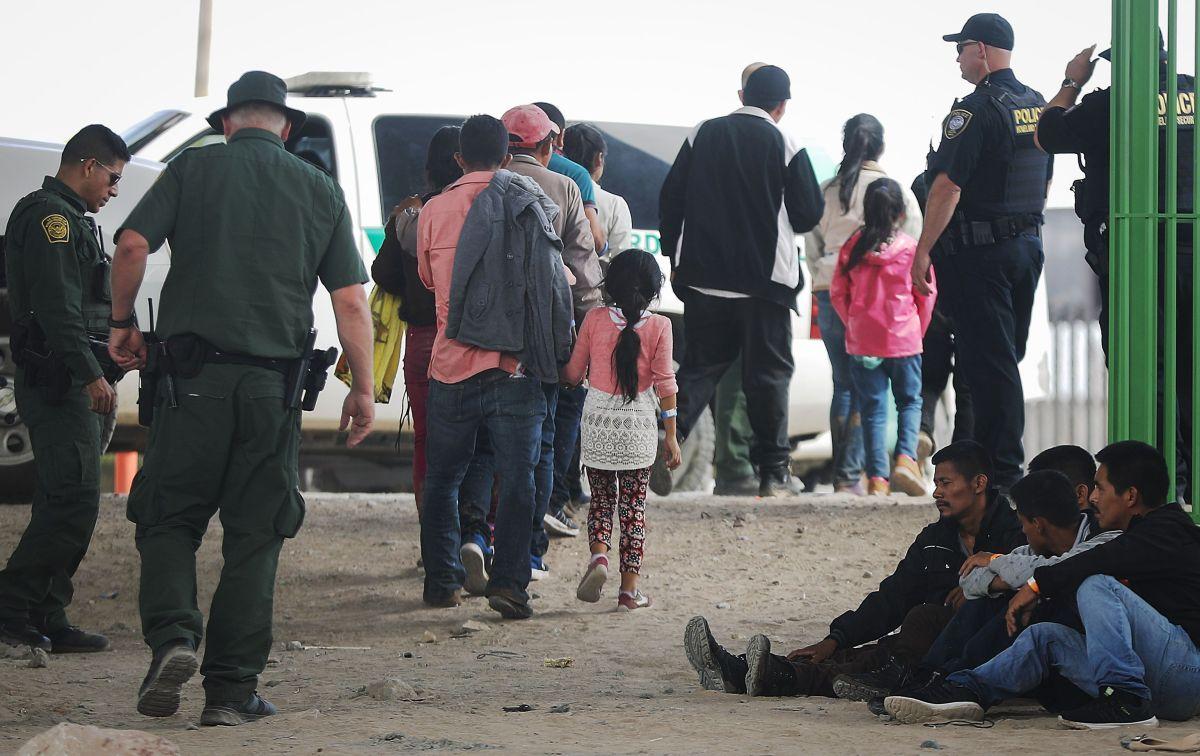 Facebook es la nueva arma de autoridades migratorias contra indocumentados en la frontera