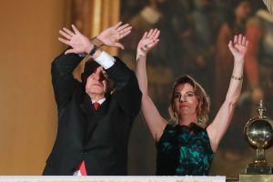 """¡Qué diferencia! El austero vestido de la esposa de AMLO hizo olvidar los excesos de """"La Gaviota"""" y Peña Nieto"""