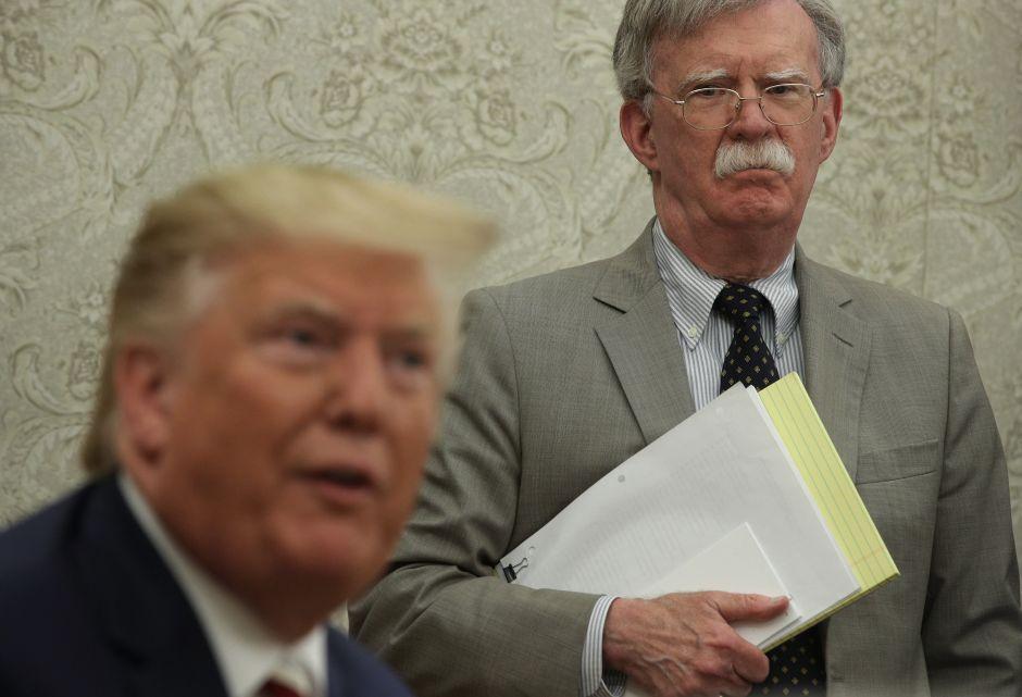 Republicanos presionan por testimonio de John Bolton en 'impeachment' que podría afectar a Trump