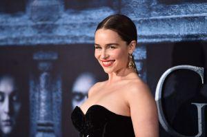 Emilia Clarke confesó que Jennifer López fue su inspiración para su look en los Emmy