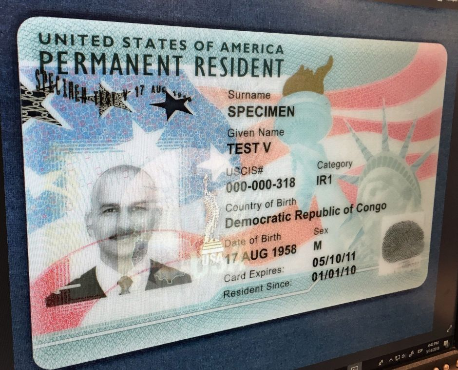 ¿Afecta orden de Trump a inmigrantes que ya tienen 'green card'?