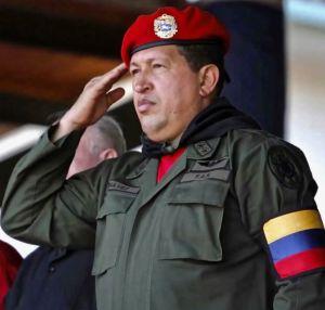 """Hugo Chávez ordenó """"inundar EEUU de cocaína de las FARC"""". Y Guaidó se retrata con narcos paramilitares en Colombia"""