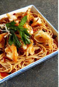 ¡Come más sano, con pocas calorías y más fibra! pasta con camarones al limón