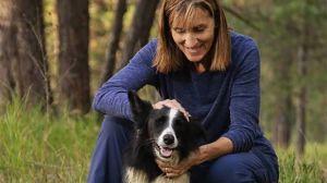 Dejó su trabajo para buscar a su perro perdido, meses después no creerás lo que pasó
