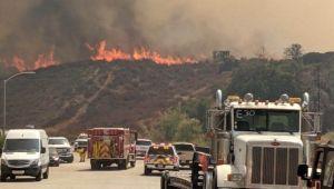 Incendio Tenaja se expande y amenaza más de 2,000 casas en el sur de California