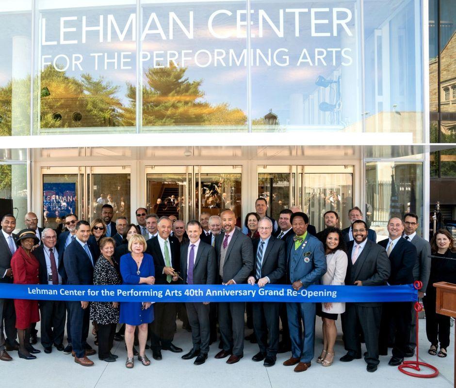 Con millonaria inversión renuevan el Lehman Center en El Bronx