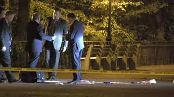 Dos hombres apuñalados en peleas en calles de Manhattan y Brooklyn; uno falleció