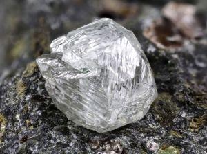 Hallan extraño metal, nunca visto antes, en un diamante en Sudáfrica