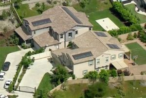 Mujer murió apuñalada en lujosa vivienda de Rancho Cucamonga