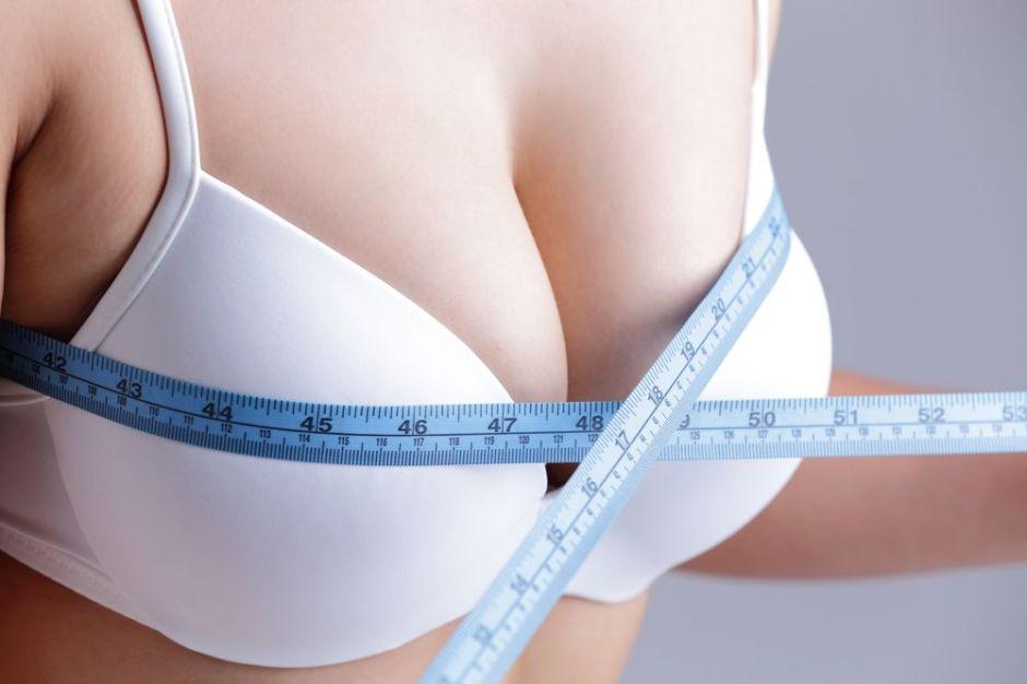 ¿Cómo debemos prepararnos para una cirugía estética de senos?