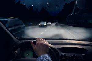 7 consejos para conducir de noche de forma segura