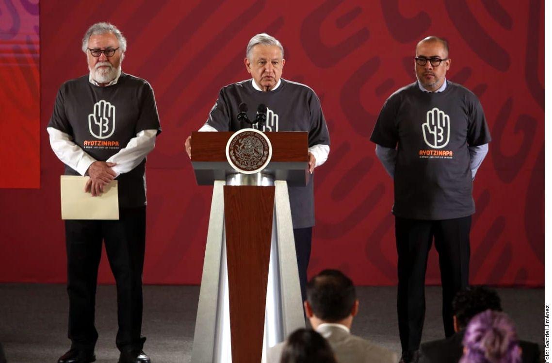 AMLO ofrece recompensa por información del caso Ayotzinapa