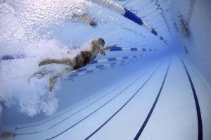 ¿Qué tan buena es la natación para perder peso?