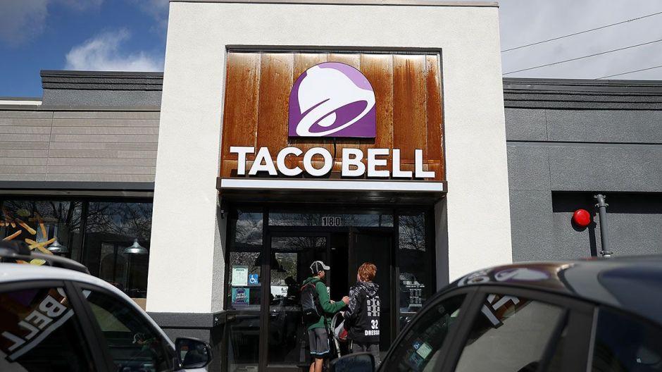 Restaurantes de comida rápida planean contratar decenas de miles de trabajadores en las próximas semanas