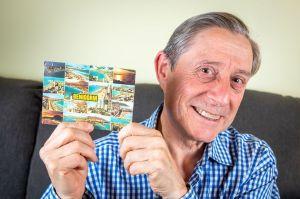 Recibe una curiosa postal enviada hace 28 años, la increíble historia ya es viral