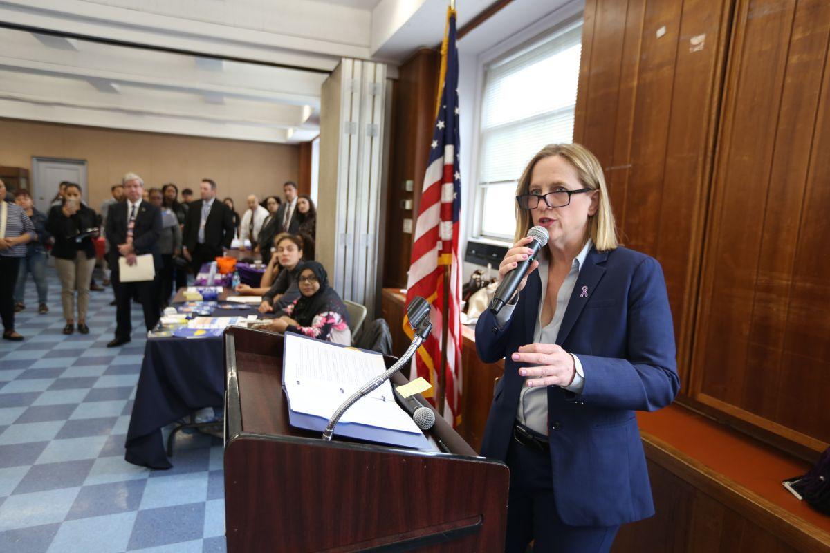 Nueva fiscal de Queens asume con el reto de descriminalizar a las minorías