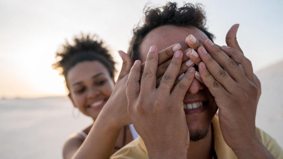 """Los beneficios inesperados de estar """"cegado"""" por el amor"""