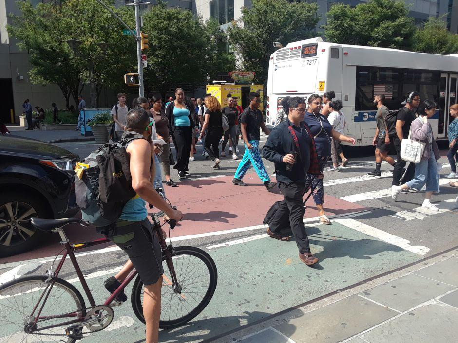 Latinos y negros acaparan 90% de las multas a peatones en Nueva York: ¿racismo o realidad?