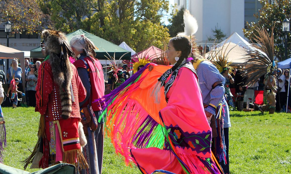 Lo que hace Trump mientras se celebra el Día de los Pueblos Indígenas en Estados Unidos