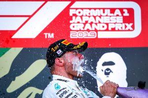 Checo se accidentó en el GP de Japón, Bottas se lleva la carrera