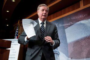Entregan al Senado queja contra consulta para someter a Trump a juicio político