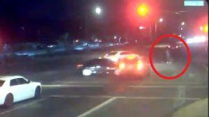 La imprudencia de este conductor pudo acabar con la vida de un bebé y la de sus padres
