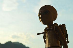 Artista en Nueva York asegura tener sexo con extraterrestres y éstas imágenes X son la supuesta prueba