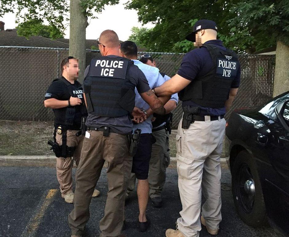 Cargan contra plan de Trump de tomar ADN de inmigrantes detenidos para enviarlos al FBI