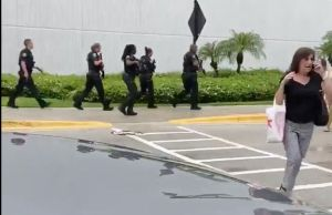 VIDEOS: Disparos siembran el pánico en un centro comercial de Florida