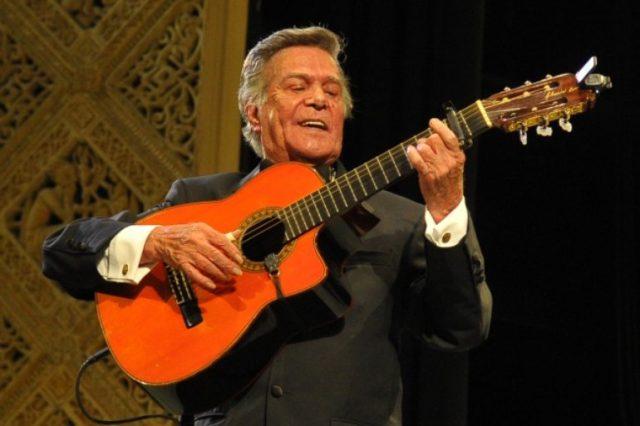 Después de la muerte de José José, otro icono de la canción romántica mexicana está delicado