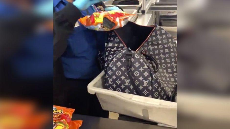 Su obsesión por los Cheetos hizo que la detuvieran en el aeropuerto