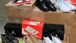 Incautan más de $2 millones en zapatos Nike falsos en puerto de Los Ángeles