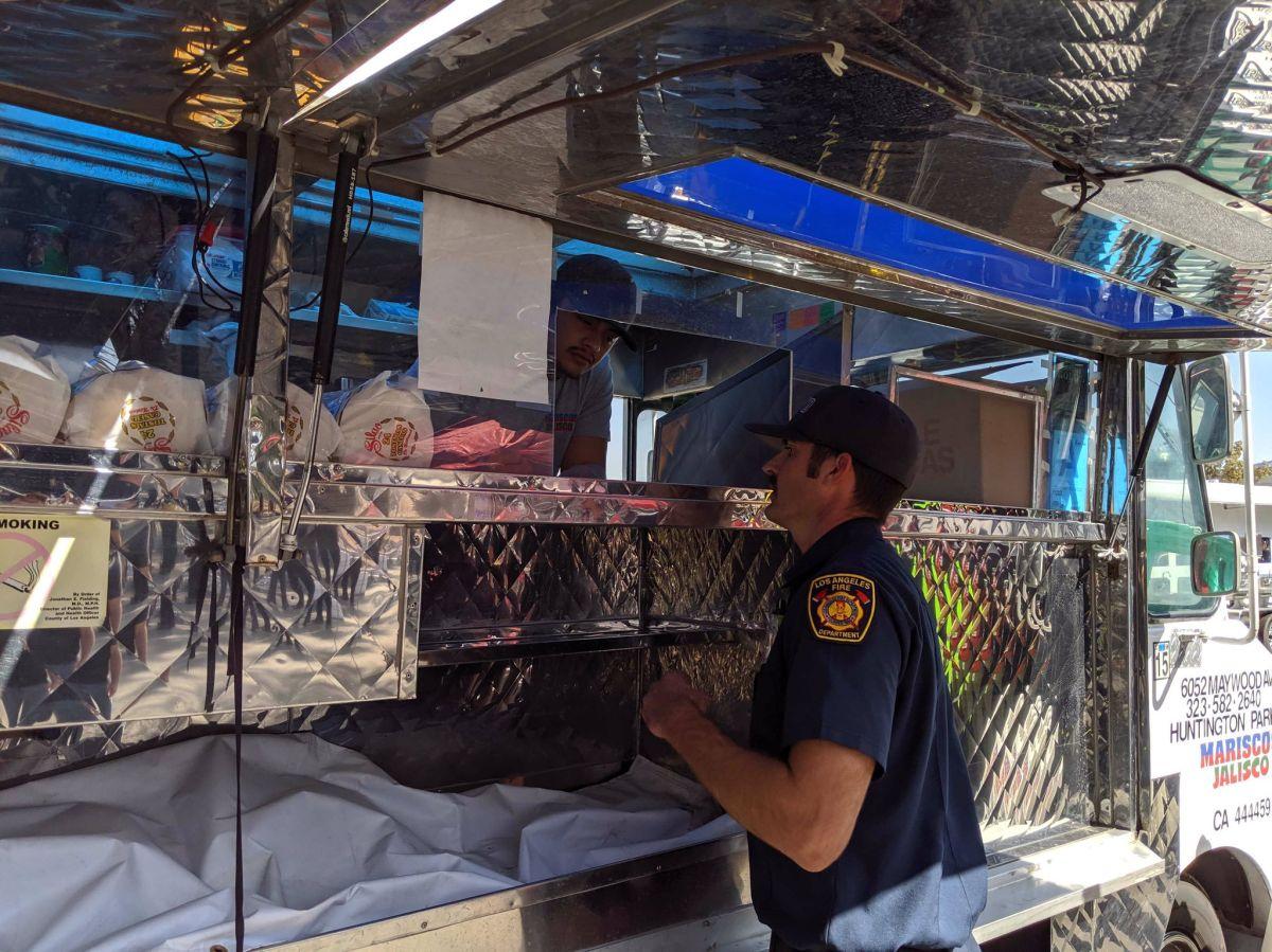 LeBron James envía un camión de tacos para los bomberos que luchan contra incendio Getty