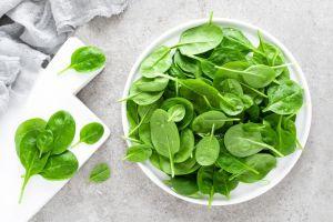 ¿Por qué es mejor comer las espinacas crudas?