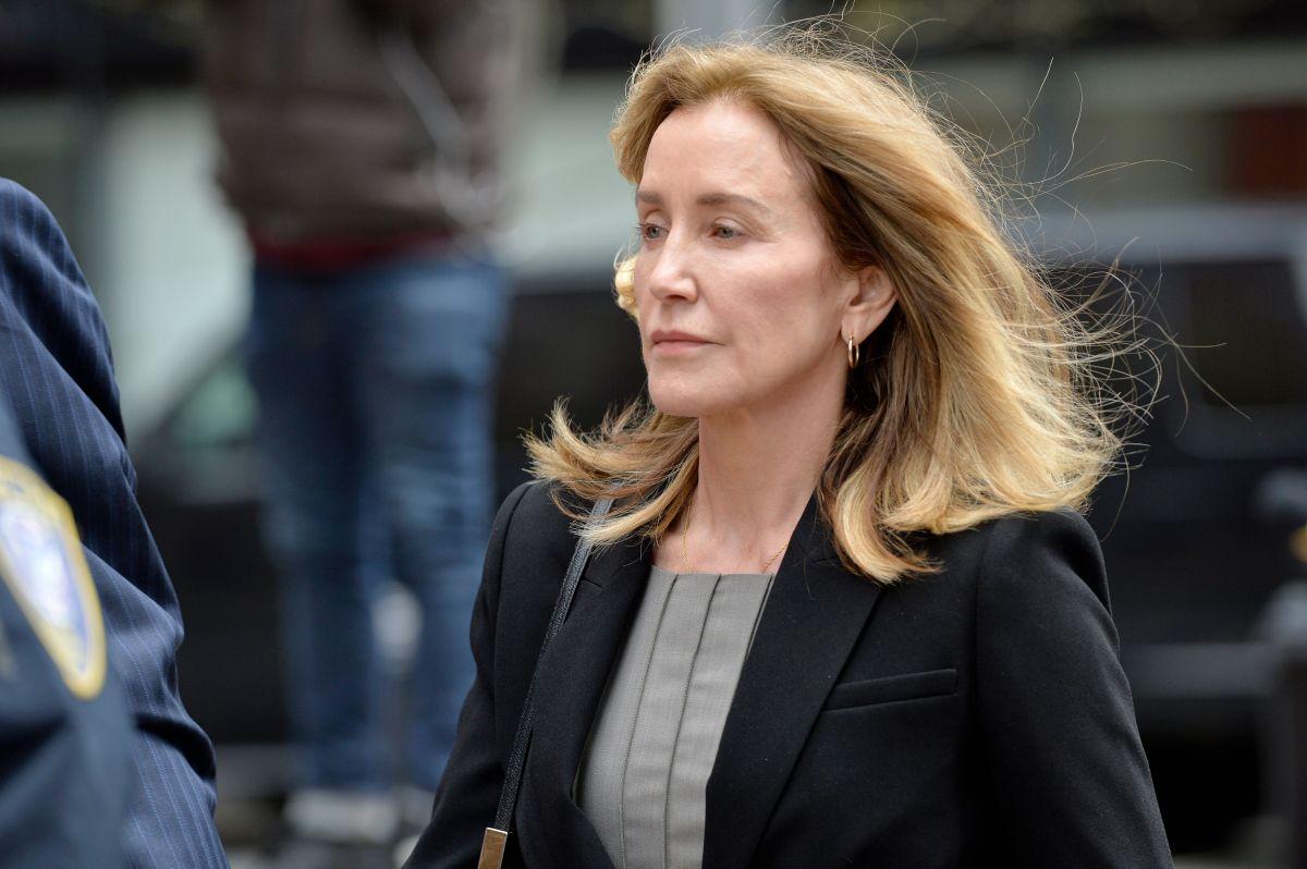 Felicity Huffman sale libre tres días antes de cumplir su condena por soborno