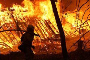 Incendio de Saddleridge quema 4,600 hectáreas y provoca más de 12,000 evacuaciones