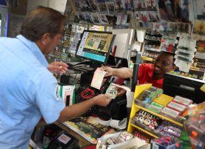Ganó la lotería y ahora ayudará a los desamparados con esos $250,000
