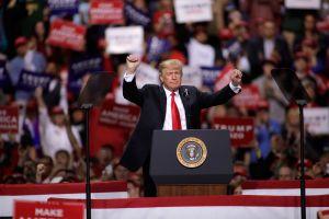 Más estadounidenses ven a inmigrantes como una amenaza