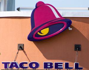 "Inmigrantes con ""green card"" ganan demanda contra dueño de 78 restaurantes Taco Bell por discriminación"