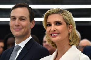 La misteriosa acción de Ivanka Trump durante inaguración de fábrica Louis Vuitton en Texas
