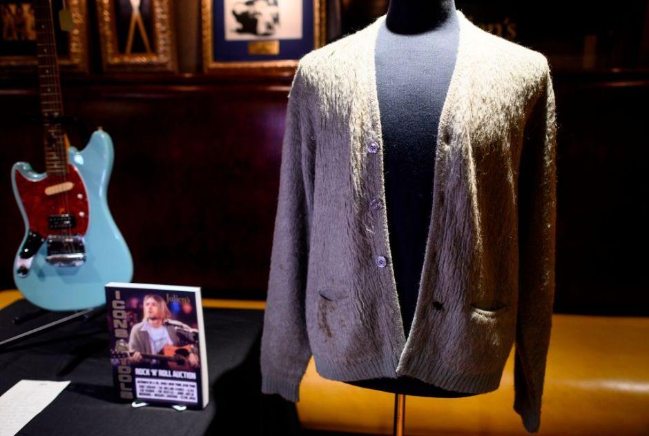 El legendario suéter de Kurt Cobain marcó un récord de venta en subasata