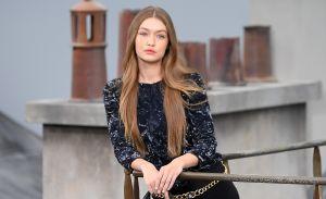 Youtuber se filtra en el desfile de Chanel y Gigi Hadid la bajó de la pasarela